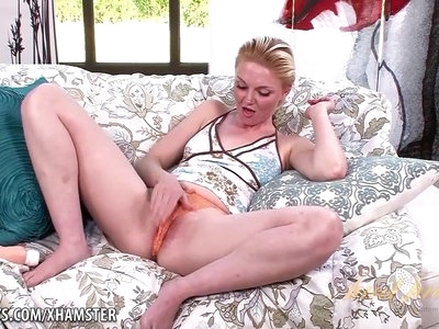 Marie McCray loves fucking her toy