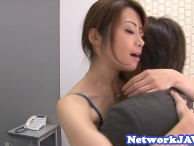 Bootylicious asian milf loves sucking cock