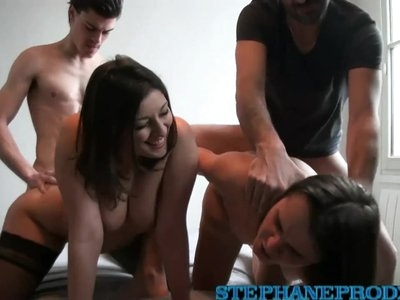 Jessica Bitch une copine en gang-bang