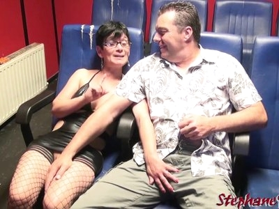 Un couple s'amuse en sexshop avec Stephane