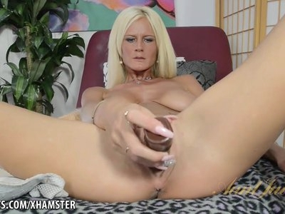 Mature Olivia Blu uses a good toy