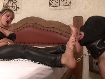 Foot worship Mistress