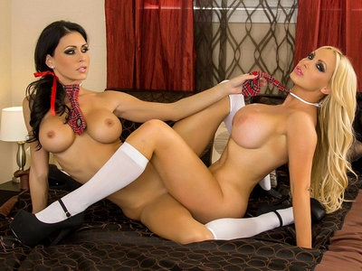 Jessica Jaymes and Nikki fuck each other, big boobs and big
