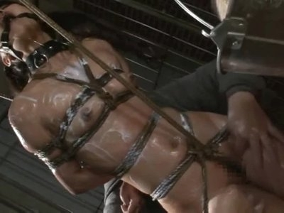 Asian cunt Suzu Wakana gets bondage tortured and whipped lik