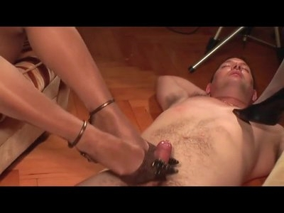 2 Sexy Girls giving a great Foot and Heeljob