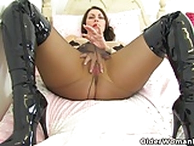 English mums in tights part 3