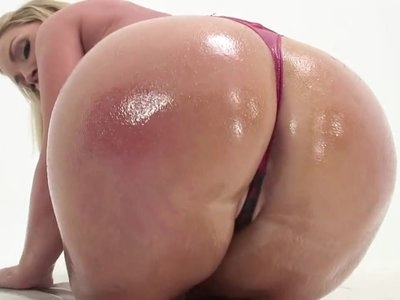 curvacious milf getting her roud ass fucked and creampied