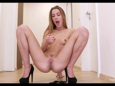 Amateur Teen Alexis Crystal Solo Finger Pussy