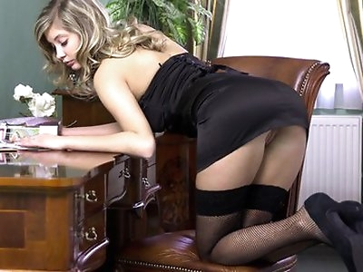 Watch the beautiful Holly Anderson pleasure herself on a lonely afternoon.