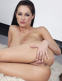 Dana Weyron rubs her excited pussy