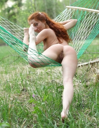 Amazing redhead Kesy gives stunning solo in outdoor