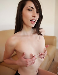 Perky tit hottie Emily Grey cums on her eager fingers