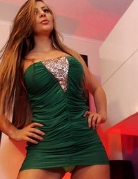 Jessy Jo shows off her new skimpy green dress