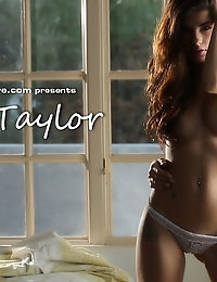 Ava Taylor strips down to nothingness