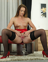 Naty Lee pisses into a glass and drinks it
