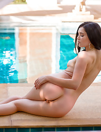 Malena spreads open her pussy hole before splashing to the pool