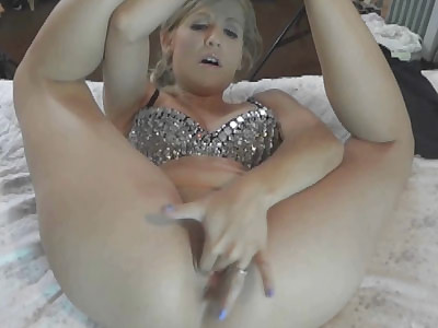Blonde wife Jolene fingers her twat and fucks her toys before going down on a stiff cock