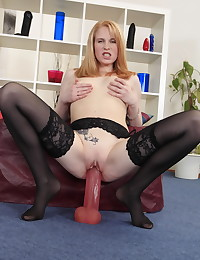 Horny slut has a fantastically good time solo fucking