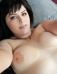 Chubby girlfriend takes selfshot pictures that her boyfriend uploaded for us