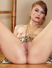 Jenna Justice touches her hot body and masturbates on the floor