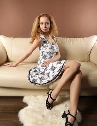 Kinky blondie Penny strips slowly and looks arousing and gorgeous