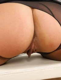 Foot and piss play for stunning babe Ivana Sugar