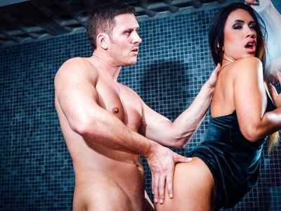 Horny Hanna spreads her juicy pussy open for a deep pounding
