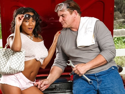 Nymphette Diamond Monrow takes her step-dads big cock !
