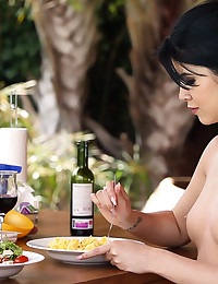 9 Jun 2016 - Lunch - 14:02 film - Lady Dee