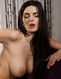 Stunning Cynthia returns to Wet and Puffy to play