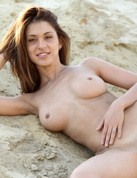 Seductive babe Jasmin poses outdoors and shows off juicy tits and twat