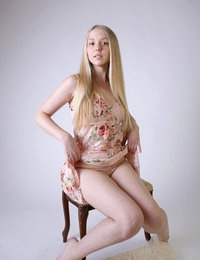 Blonde princess Hanna with milky skin reveals her astonishing body